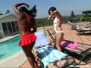 Open-air interracial lesbian sex under the hot sun