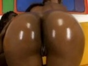Sexy ebony shakes oiled ass