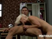 Blonde babe Annika Albrite fucks in locke room