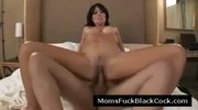 Gorgeus brunette MILF bouces her experienced pussy on dick