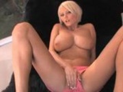 Hot Blonde Makes Her Tits Bounce!