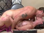 Hairy babe Veronica Snow gets her pussy worked out