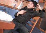 Horny poof jerking off in the kitchen