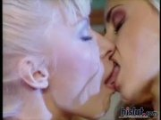 Oceane joins Lea for a little threesome action
