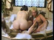 Rubadubdub, threesome in the tub - Julia Reaves