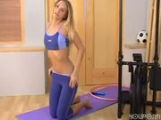 Sarah gets horny while working out