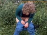 peeing-outdoors-05