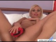 Mature Sylvia reveals her great ass to masturbates