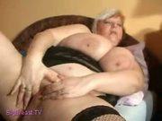 fat mature masturbate