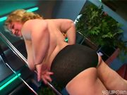 BBW does  pole dance on two poles