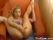 Amateur blond cam girl masturbate on webcam