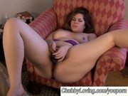 Chubby babe masturbating