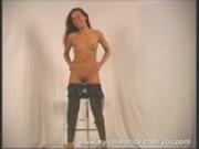 Big boob Roxana posing flexi in nylon
