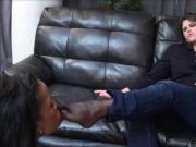 Battona Feticista Agente Immobiliare si fa sucare i piedi