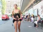 elle s'exib dans la rue