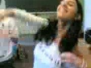 Safada argentina na sala de aula mostrando seios 02