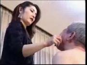 femme autoritaire gifle mec soumis 7