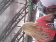 Rubia esperando el metro