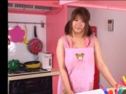 YAMADA Momoka in the kitchen