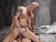 Muscle hunk cockriding while jerking his cock