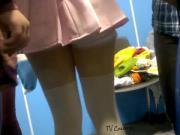 Bajo mini falda upskirt