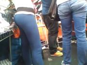 Cute Paraguayan Saleswoman in Leggings