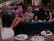 Beth Behrs, Kat Dennings - 2 Broke Girls s05e15