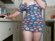 Sylvie dans sa cuisine en cam