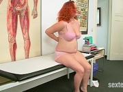 Patienten in Arztpraxis untersucht
