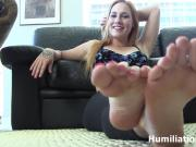 Lick and suck on Jolene's feet