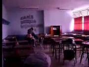 profesora y alumno cojiendo en un aula espia