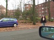 Junge Frau aus dem Auto angesprochen und gewichst