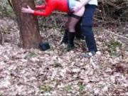 Milf von 18 Jaerigen im Wald gefickt