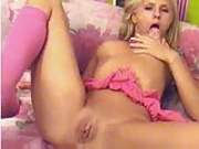 kissing girls cumshot