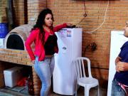 Brasileira rabuda seduz tecnico de tv a cabo