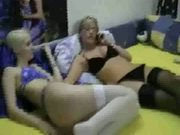 Hot lesbian girls do threesome