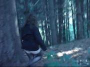 Sola nel bosco a Biella