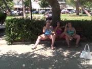 Nackt auf der Strandpromenade mit Eis Teil 2