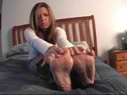 angelina show her feet