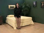 Gros seins et une jupe tres courte aime le pantyhose PJM