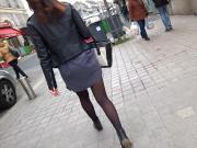 Belles jambes en mini-jupe