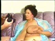 les grosses mamelles d'une ebony