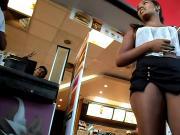 Nymphet Rabuda de short preto no McDonald's