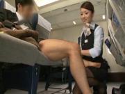 Hotesse de l'air Japonaise branle un client