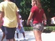 Stalking Sexy Cut-Off Shorts Booty at Cedar Point - Ameman