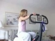 Milou on hometrainer and striping