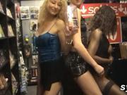 Copines amatrices qui baisent en sexshop et a l'hopital