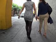ejecutiva en vestido pegado