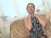 Posh amateur MILF with mature hungry pussy