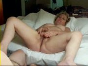 Older lady fingering her pussy !